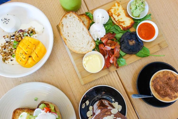 Breakfast at Little Loco Cafe   New Farm