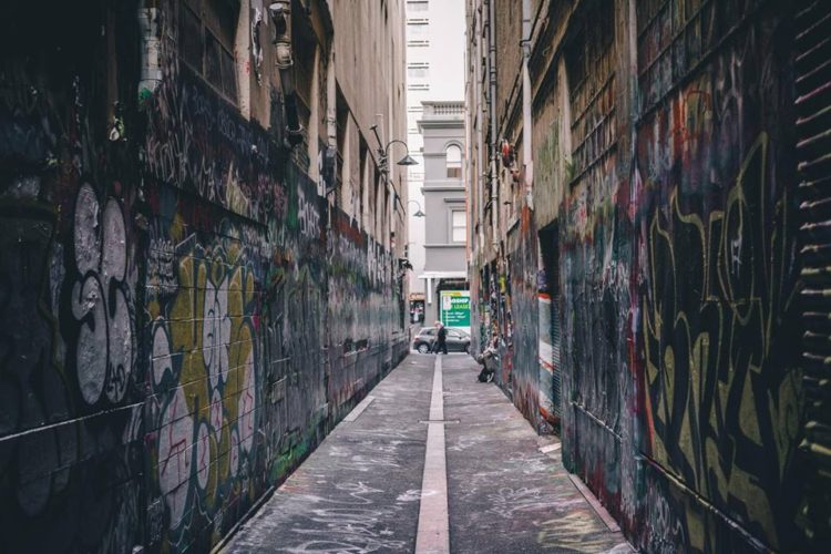 Melbourne | Falling in love with grim sidewalks and graffiti